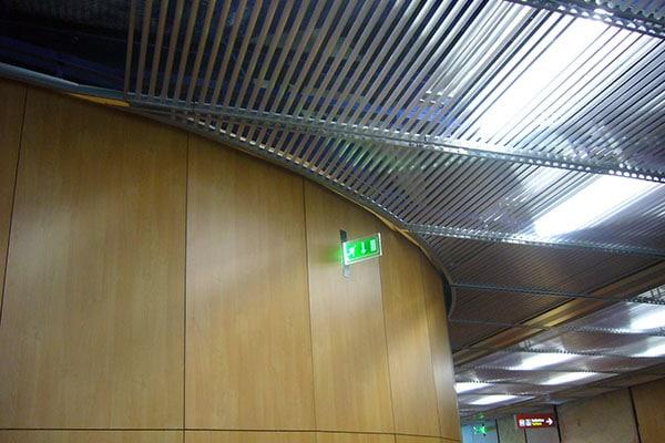 Fabrication de profilés luminaires pour lieux publics